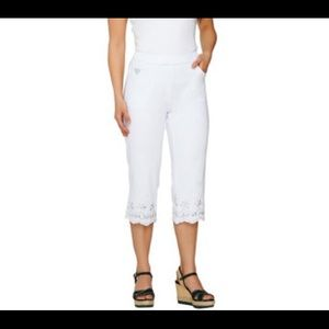 Pants - White Capri Pants w/Sparkle!